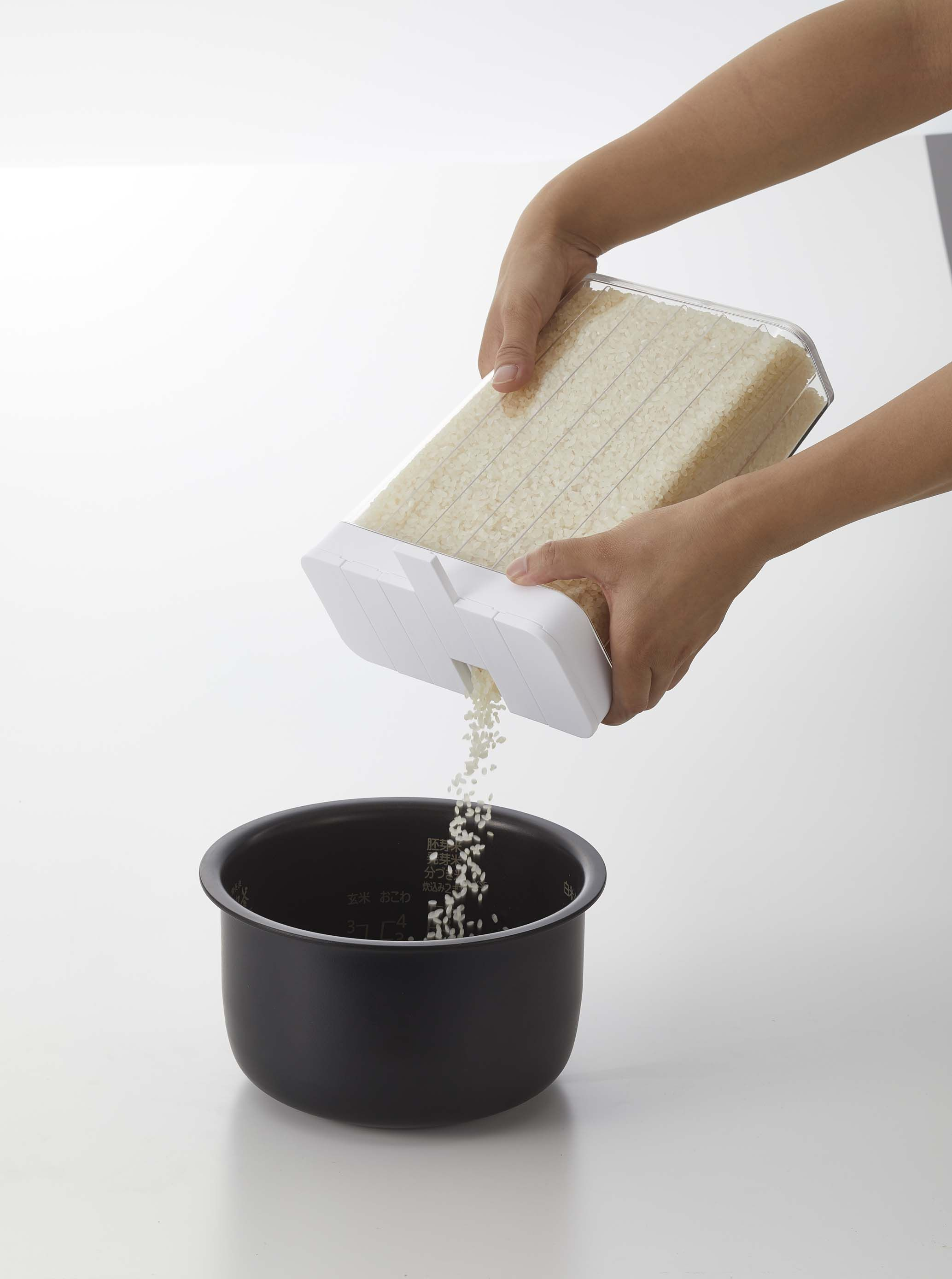 This grain storage container takes the prep out of meal prep. No more measuring guesswork when cooking rice: this container makes it easy to portion-control, measure out specific numbers of servings, and achieve the same result time and again.