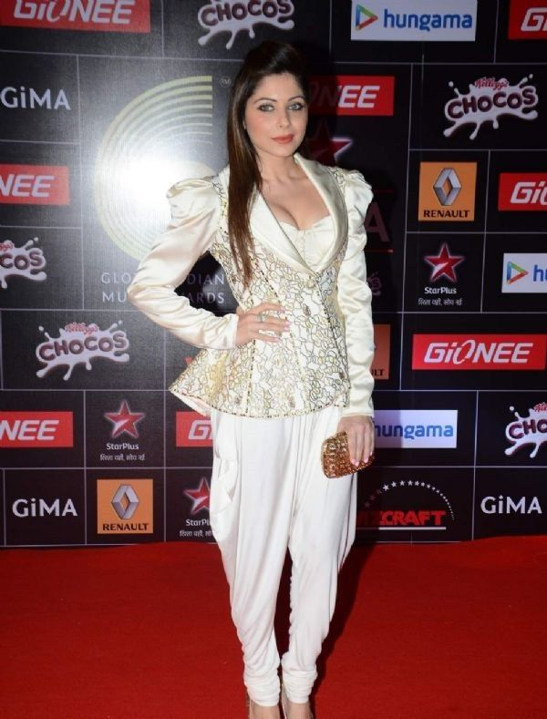 Kanika Kapoor feet | Western outfits, Fashion, Outfits