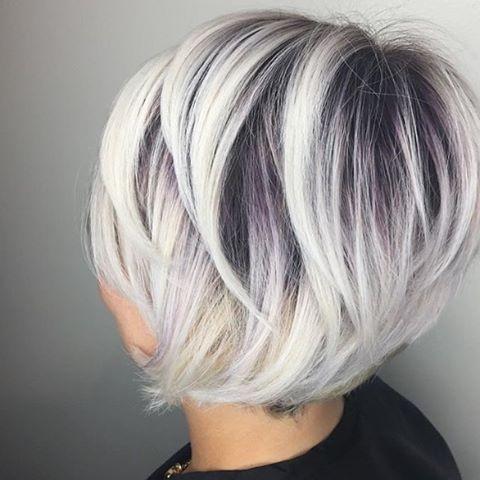 Weißes Haar Ist Wirklich Der Boss Im Kurzen Haar In Den Letzten