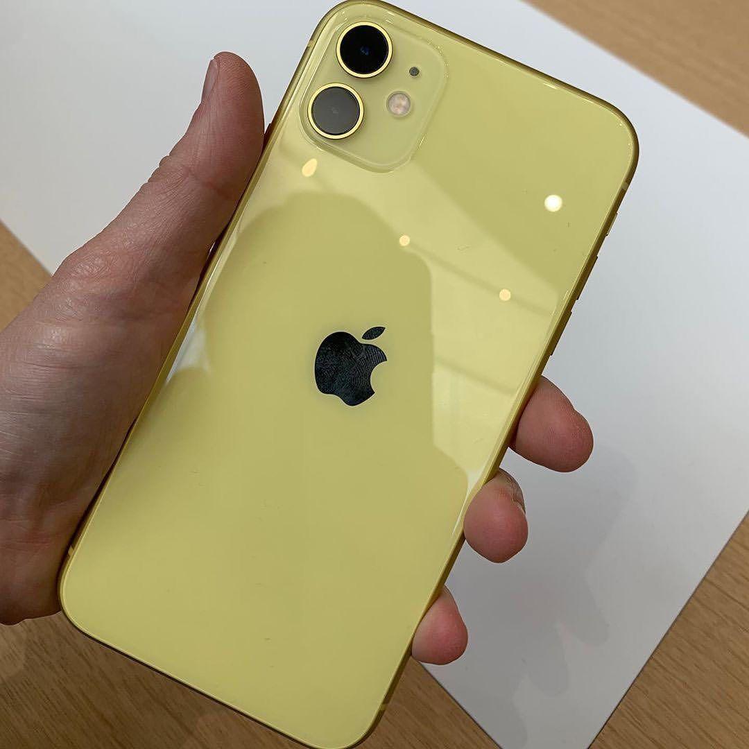 """Apples Fresh op Instagram """"iPhone 11 Yellow Photo"""