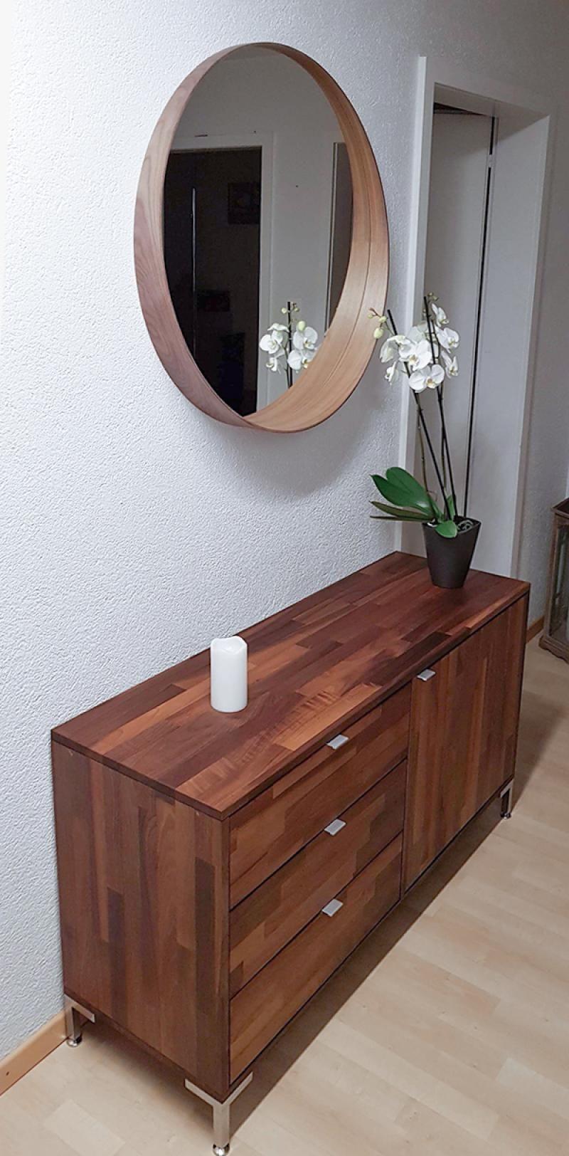 Diese Kombination aus drei Schubladen und einer Tür bietet
