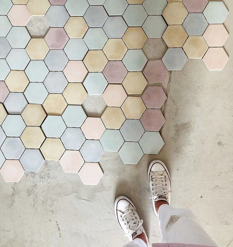28 1k Likes 59 Comments I Have This Thing With Floors Ihavethisthingwithfloors On Instagram Vittoriaselina Ihavethisthingwith In 2020 Hexagon Flooring Crafts