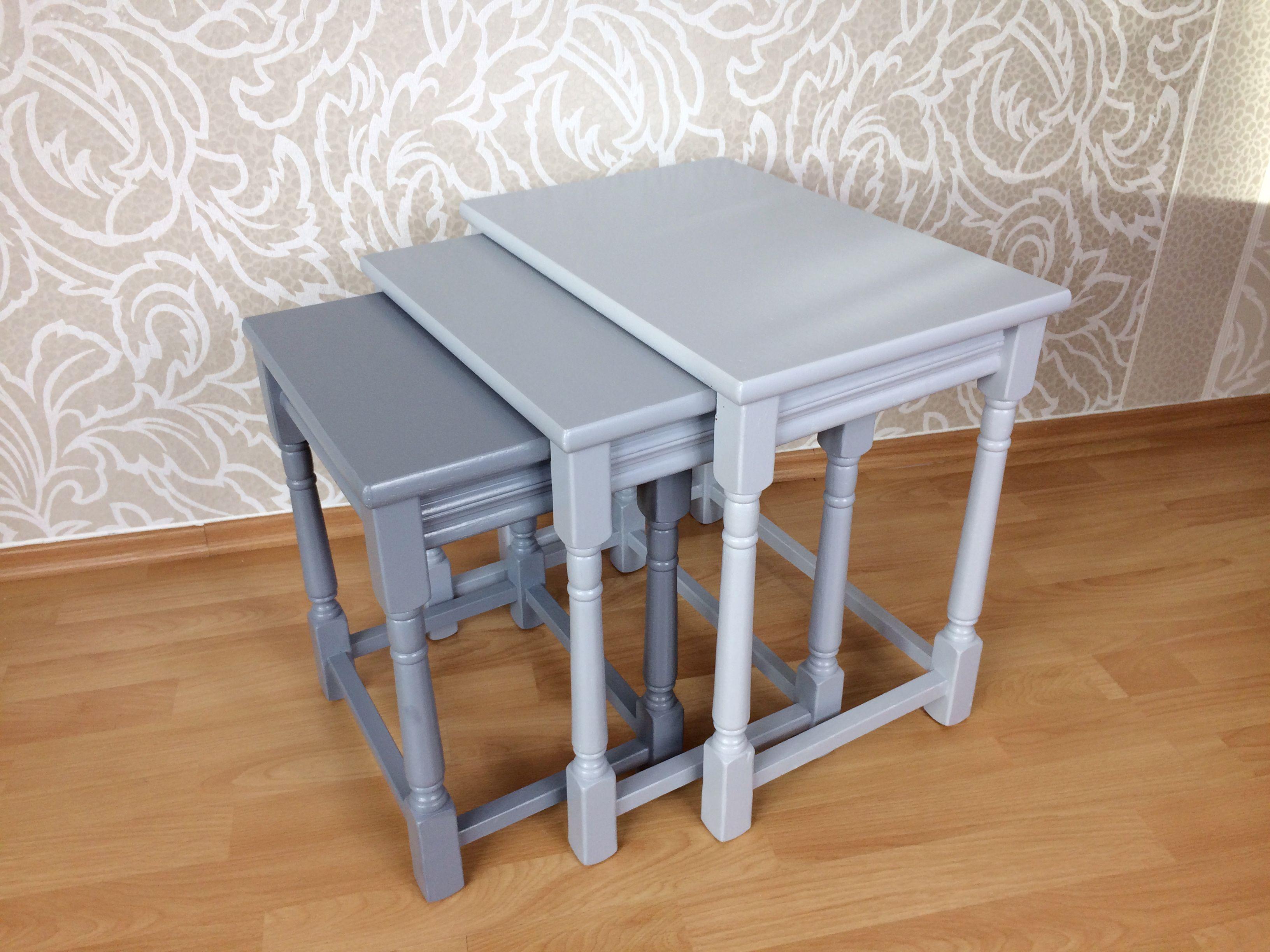 Vintage Tisch-Set. Weitere schöne Möbelstücke bei uns zu kaufen in ...