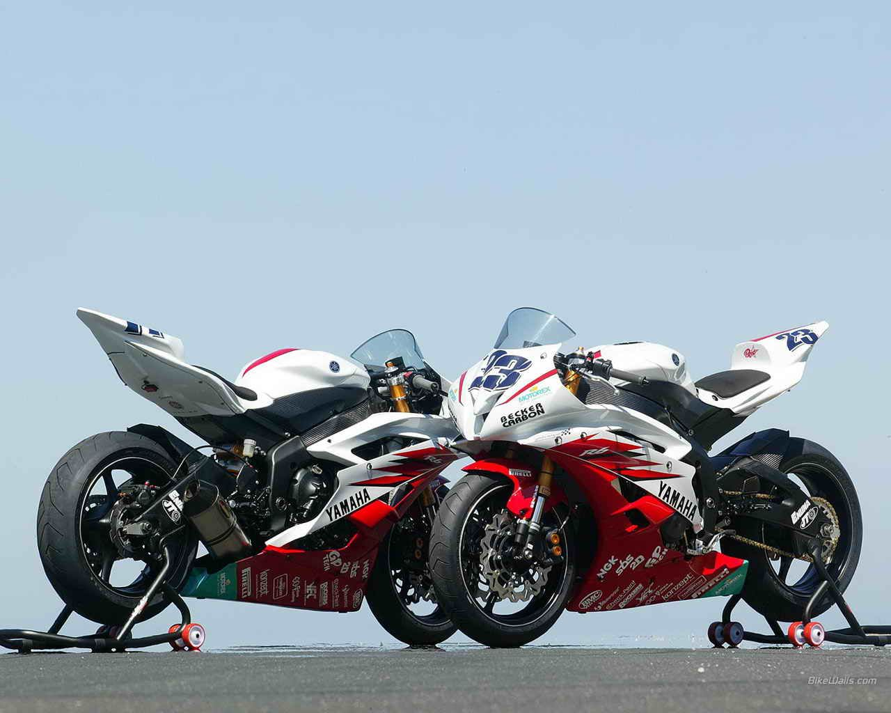 Double trouble with 2 yamaha yzf motorcycles