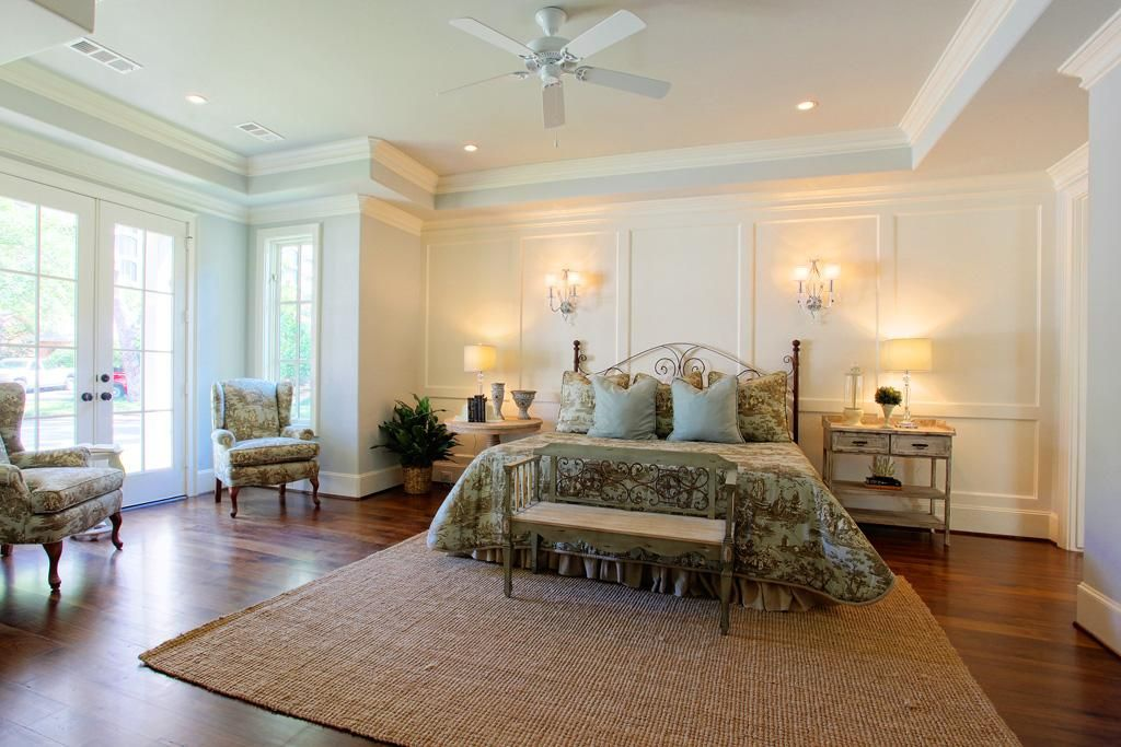Master bedroom/ walls and molding Dream rooms