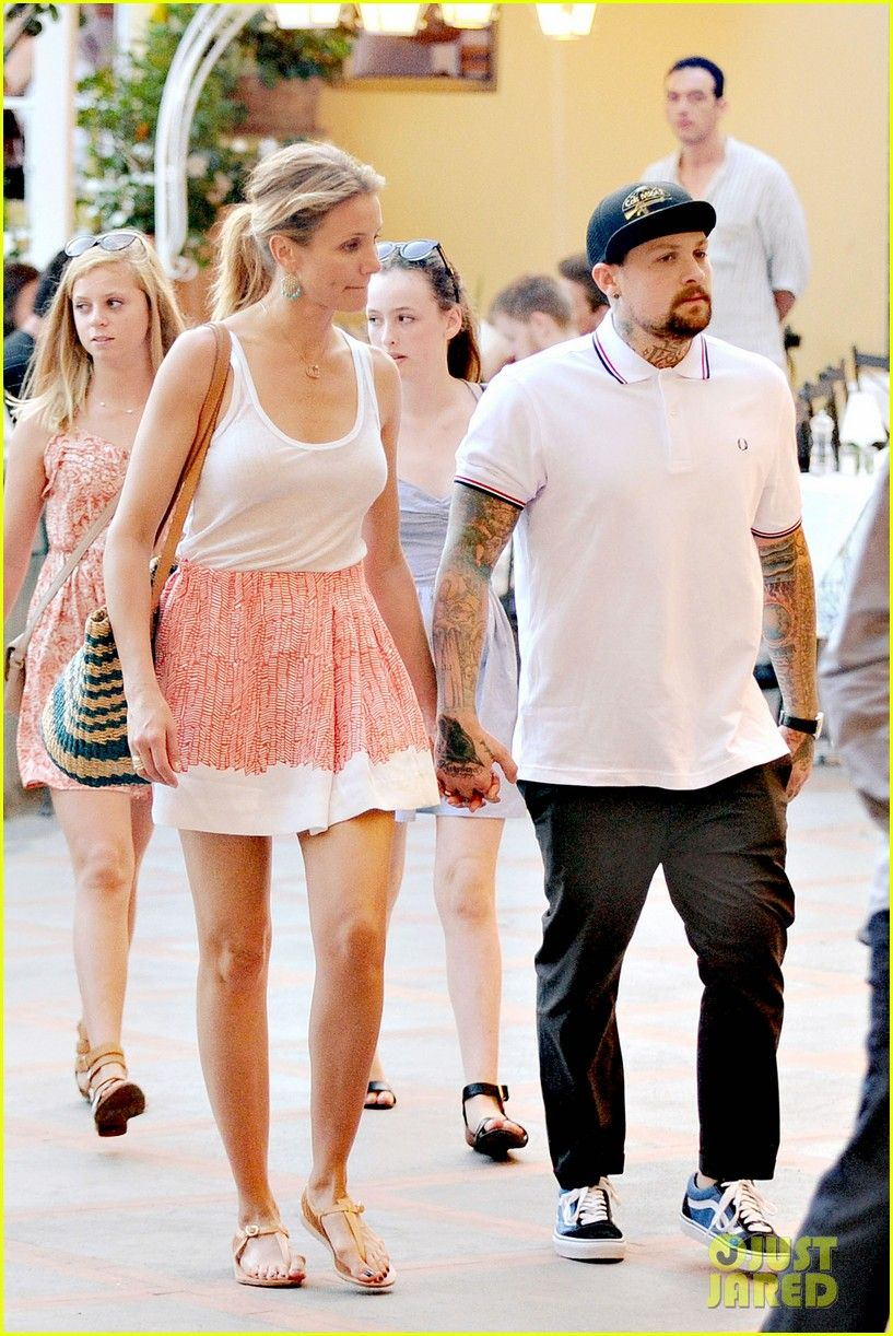 Cameron Diaz Is Married To Benji Madden Wedding Details Cameron Diaz Benji Madden Wedding 03 Phot Cameron Diaz Cameron Diaz And Benji Cameron Diaz Style