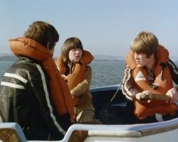 Standbild: Dick und Julian rudern mit Jo