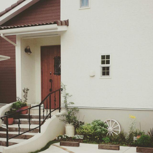 玄関 入り口 オリーブ 花壇 ガーデニング 玄関前 などのインテリア実例 2015 06 08 14 07 55 Roomclip ルームクリップ ガーデンハウス ドアのデザイン 玄関 エクステリア
