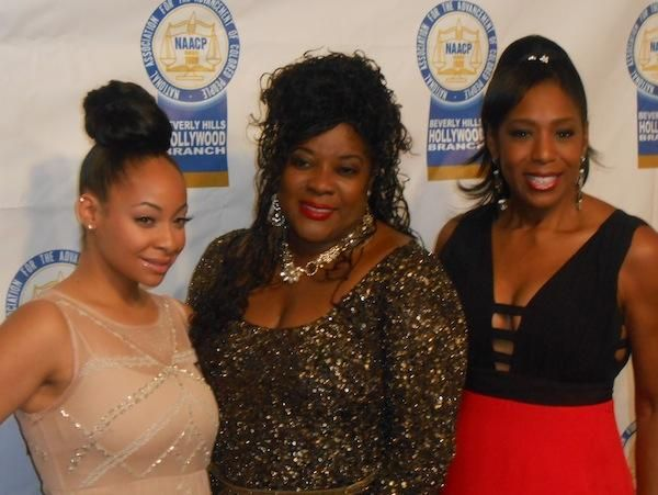 Raven Symone, Loretta Devine and Dawnn Lewis catch up before the show begins. - Loop on Location: 2013 NAACP Theatre Awards | Loop21