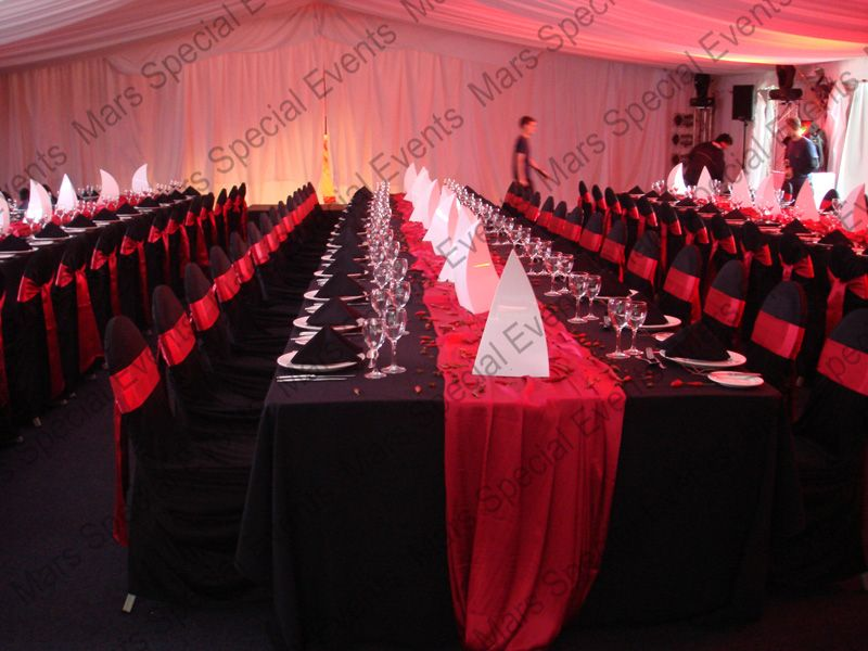 Red Tablecloth With Black Runner Google Search Black