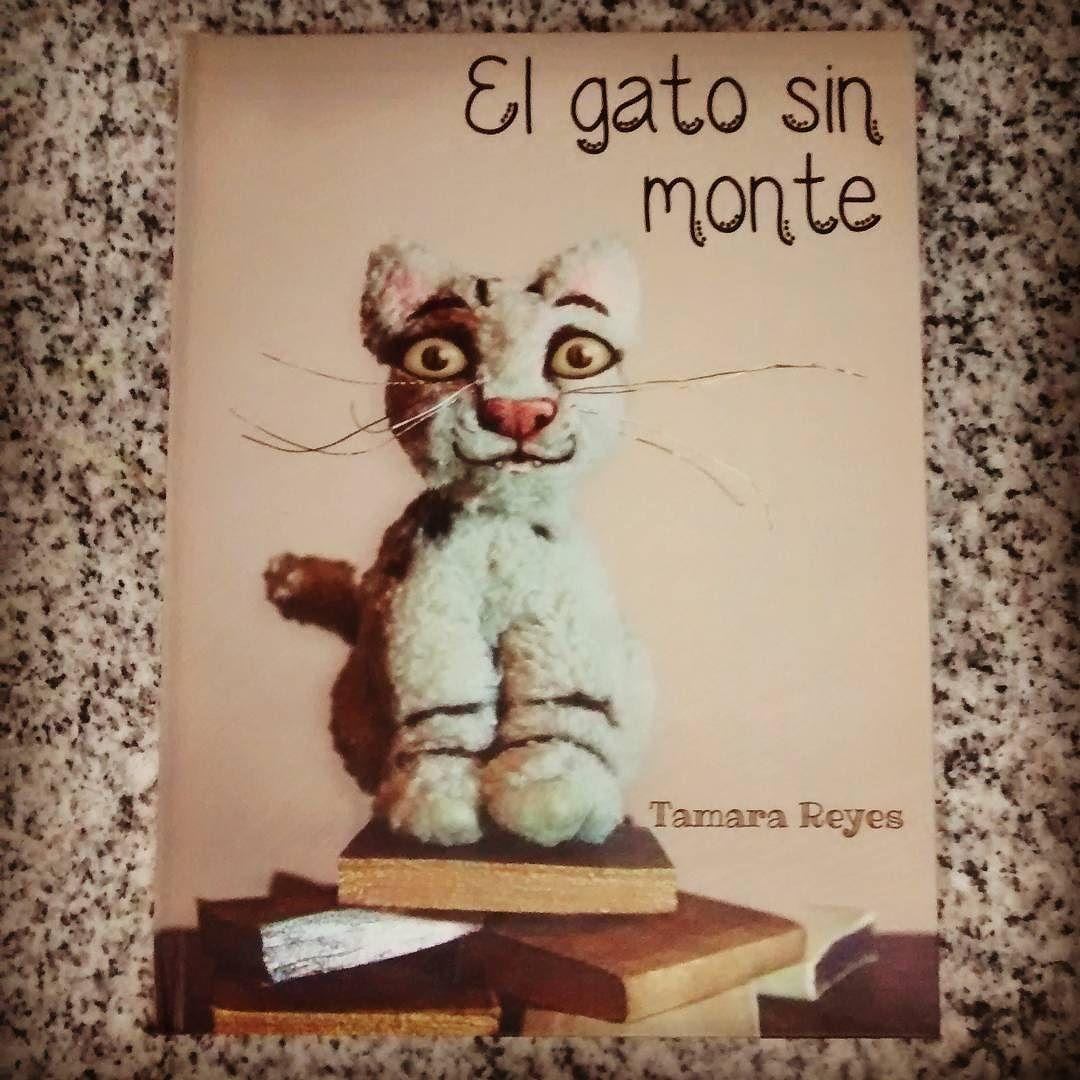 Drew vio este libro en la Primavera del Libro y el gato le guiñó un ojo. @calcetines_animados le escribió una dedicatoria hermosa. Excelente paseo por el parque después.