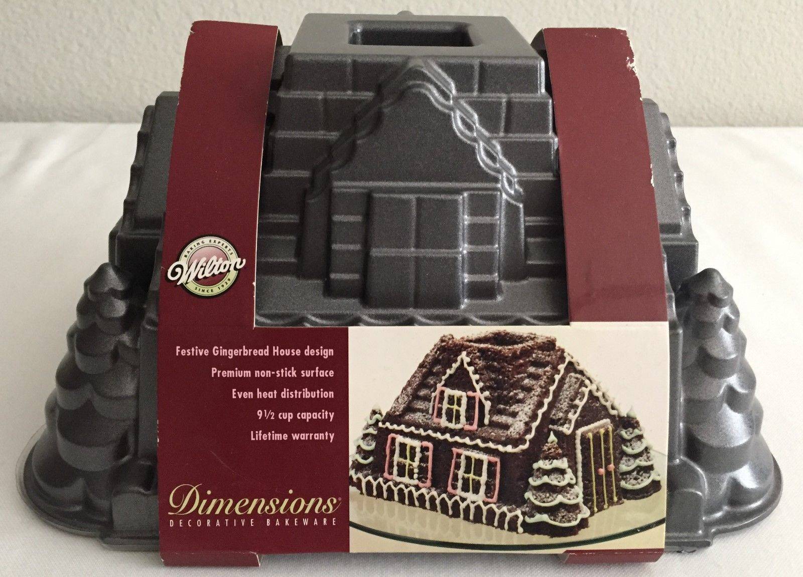 Wilton Dimensions Rare 2006 Gingerbread House Bundt Cake