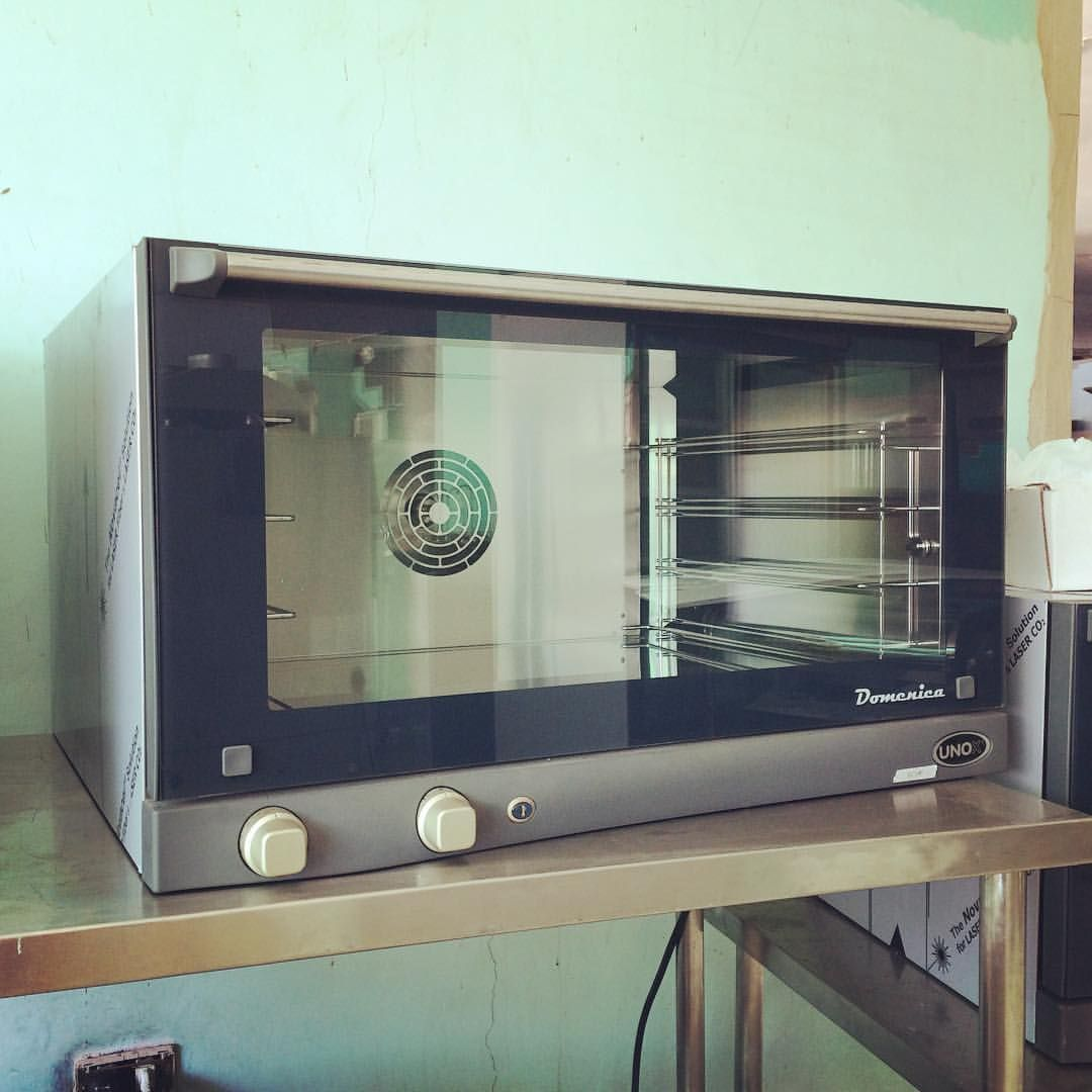UNOX (Italy) XF043 4 tray (60 x 40 cm) electric manual convection oven with a commercial grade stainless steel chamber and easy cleaning features, available here or contact Chris (store manager) 09173012331 , 09435333291 , 032 4957828 or visit www.mrmetalcorp.com #cebu #food #kitchen #restaurant #foodservice #bakery #pastry #convection #oven #culinary #catering