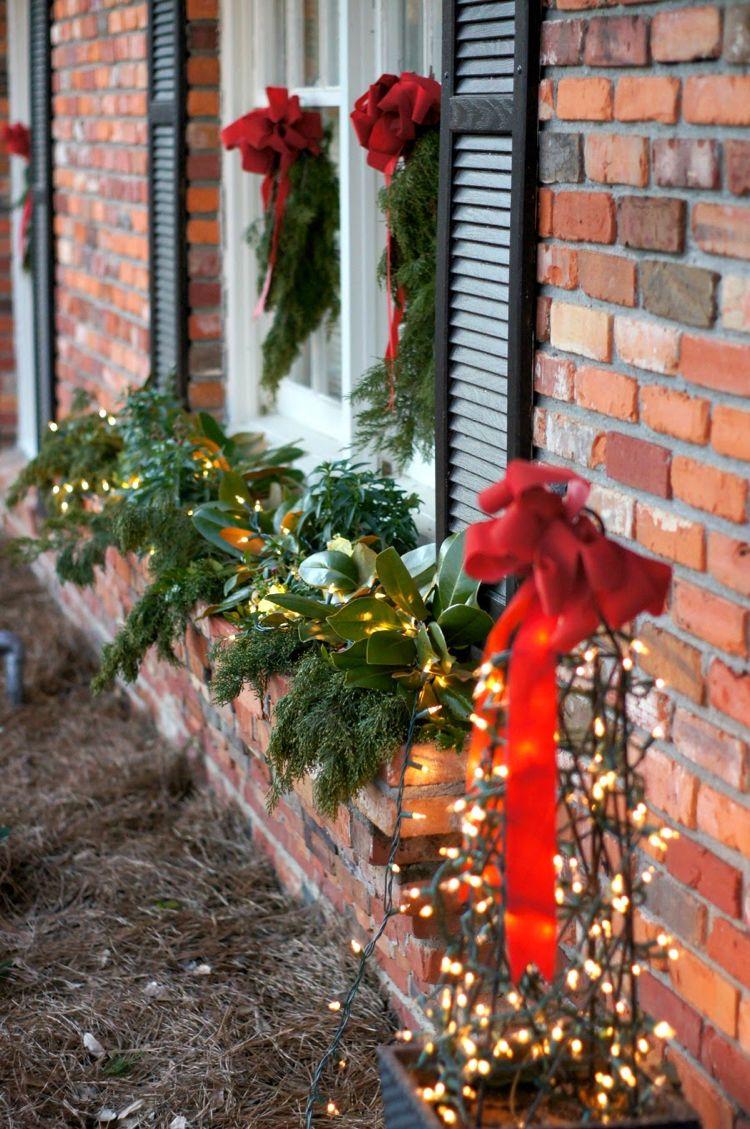 Blumenkasten Weihnachtlich Dekorieren blumenkasten weihnachtlich dekorieren lichter fenster balkon