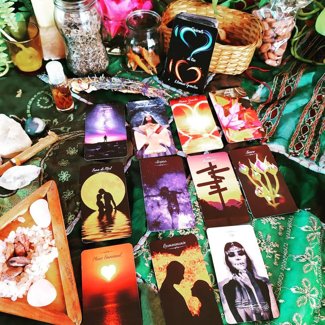 5 Me Gusta 0 Comentarios Mujer Quetzal By Marian Oh Mytarot En Instagram Para Contactar Con Nuestro Divino Masculino Y Divi Gift Wrapping Wicca Gifts