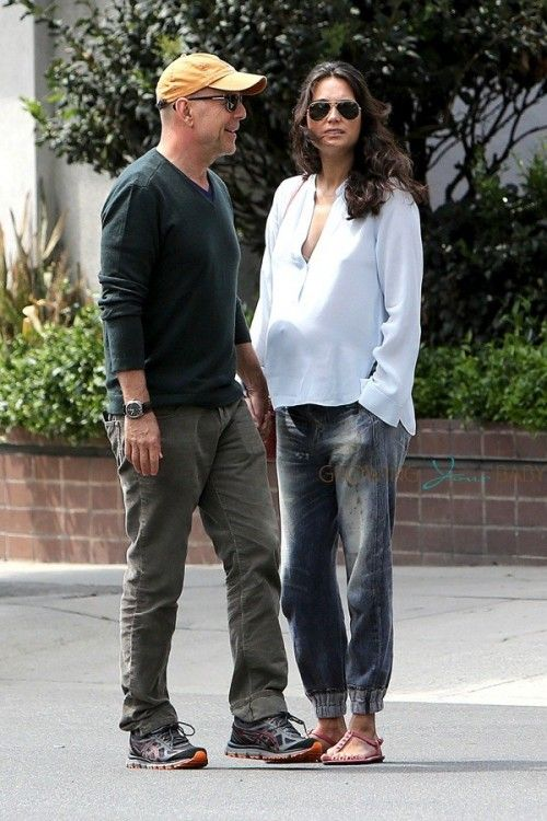 Bruce & his pregnant wife Emma Heming in LA