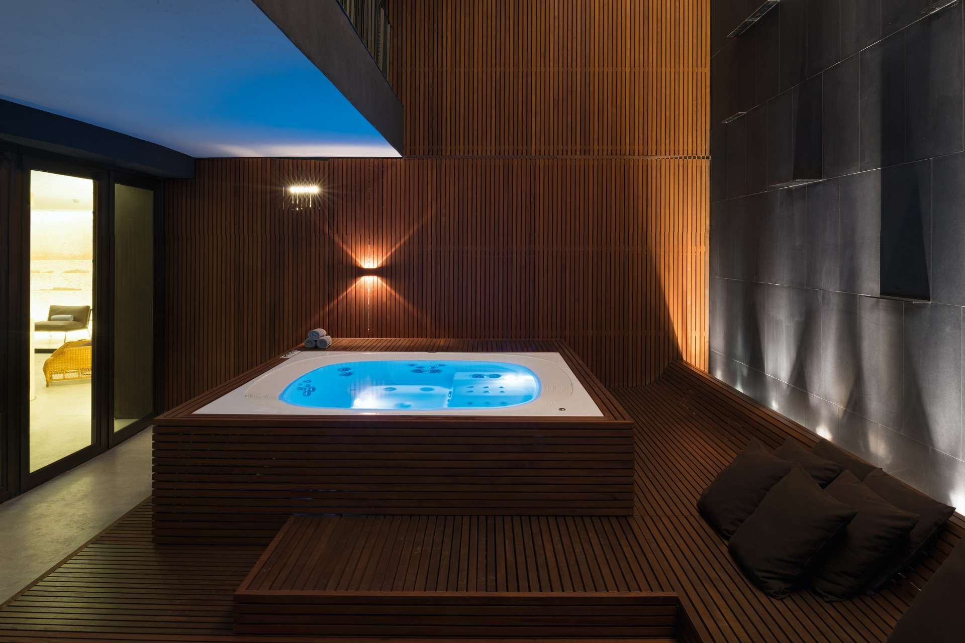 Exclusive Luxury Spa In Milan Italy The Bulgari Spa Jacuzzi