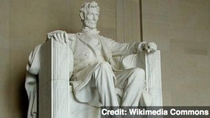 Lincoln Memorial Vandalized With Green Paint | July 26, 2013