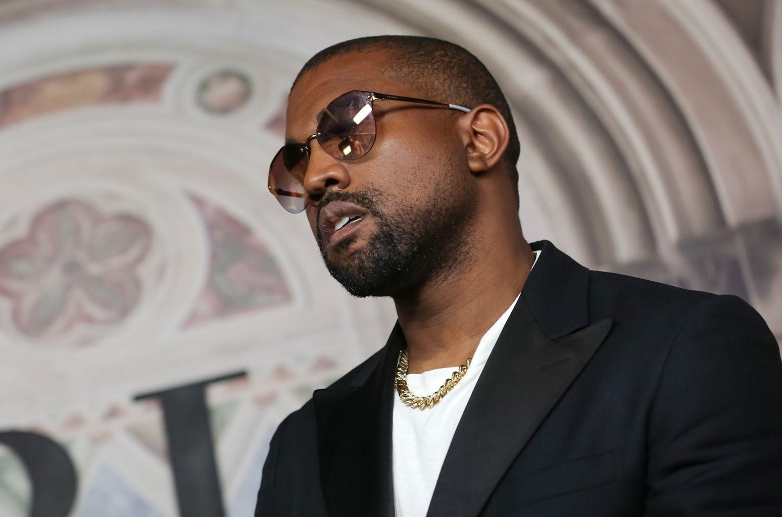 Kanye West Deletes Twitter And Instagram Accounts Kanye West Kanye West Twitter Kanye