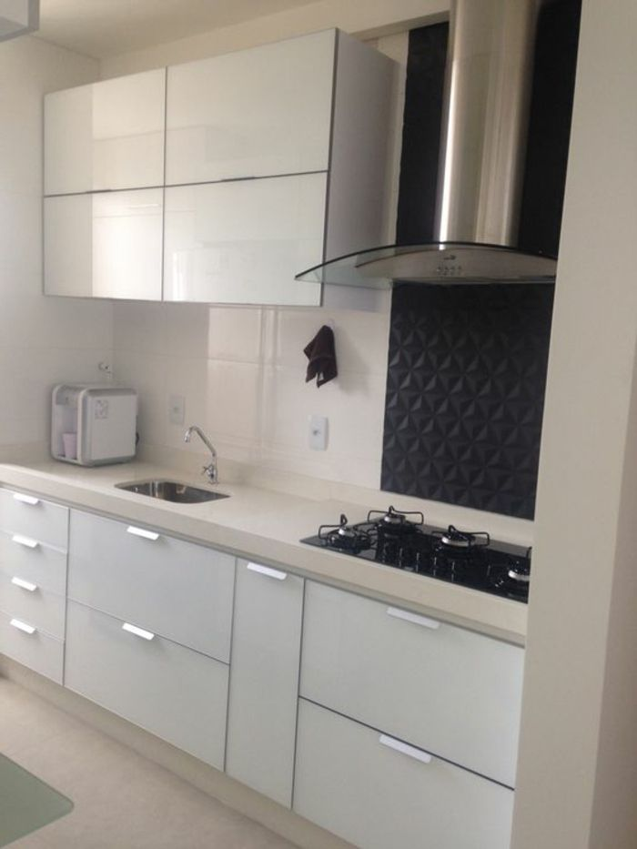cocinas-blancas-fregadero-pequeño-diseño-moderno-espacio-pequeño - küche ohne griffe