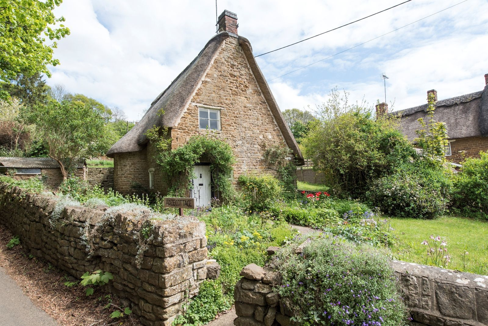 8 Dreamy Cotswold Cottages For Sale Cotswolds Cottage Cotswolds Stone Cottages