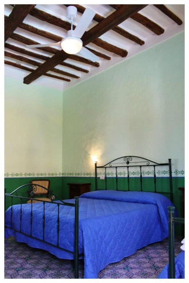 Camere matrimoniali e triple, tutte con terrazzo e possibilità di avere un angolo cucina nel terrazzo. Questo solo all'Hotel Arcangelo, nell'isola di Salina. www.hotelarcangelosalina.com