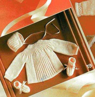 Tricotando carinho: Conjunto de sapatinho, casaquinho e gorros Selma