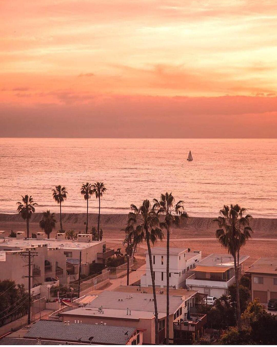 Venice Views At Hgak To End The Week How Are You Ending Yours Ambientlighting Hourglasscosmetics Regram Preset California Vibe California Sunset Scenery