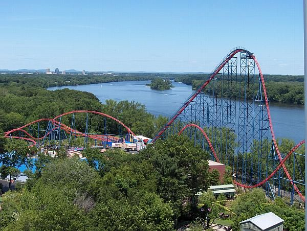 Superman Ride Of Steel At Six Flags New England Nowed Bizarro