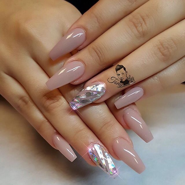Thinking of changing up your nail shape but don\'t know which ...