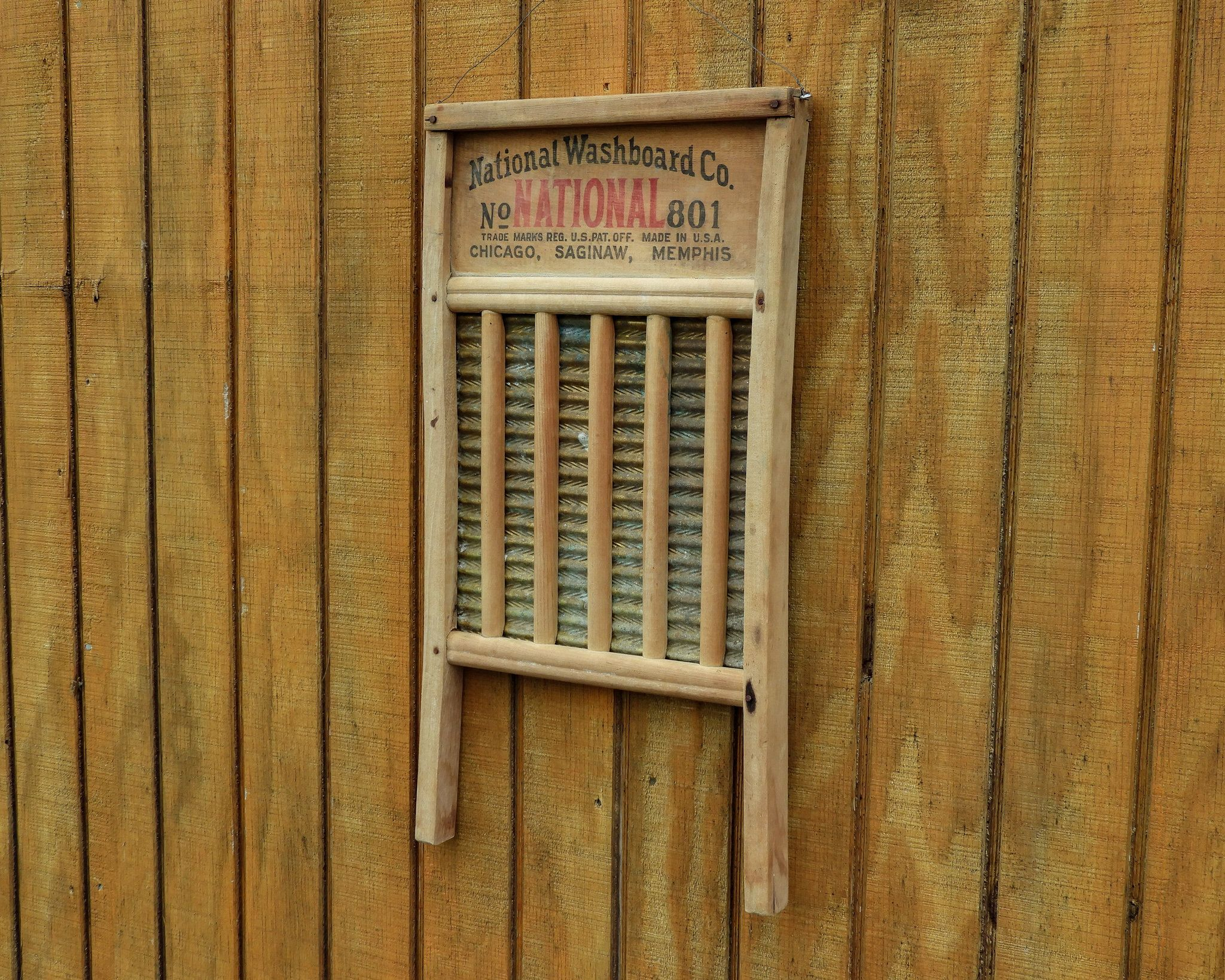 Antique National Washboard Wall Hanging 801 Brass King Red W Black Country Farmhouse Distressed Wood Home Decor Primitive Advertising By Vintagedecoraddi In 2020