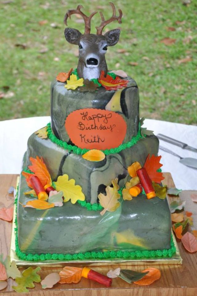 Deer hunting birthday cake made by Sarah Walls infantiles