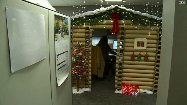 Woman Wows Co Workers With Log Cabin Cubicle Holiday Decor Door Decorating Contest Cubicle Decor