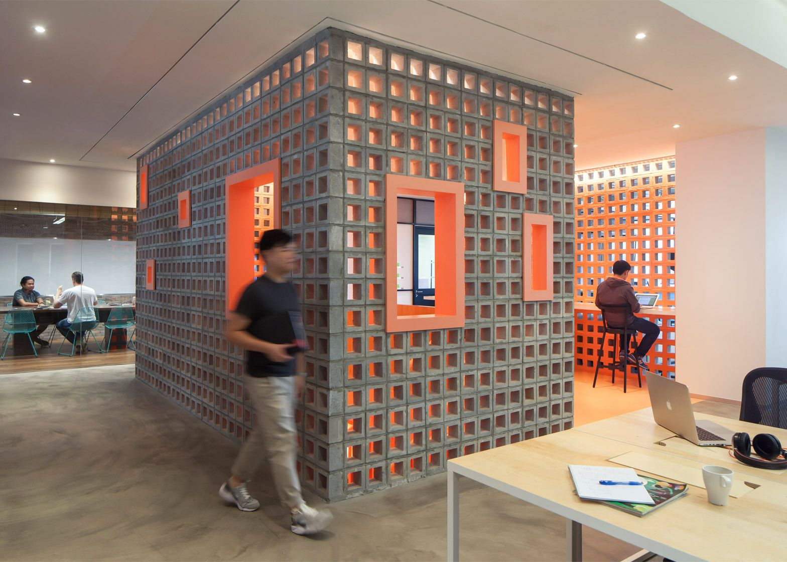 airbnb office london. airbnb designs adaptable office spaces for london sao paulo and singapore