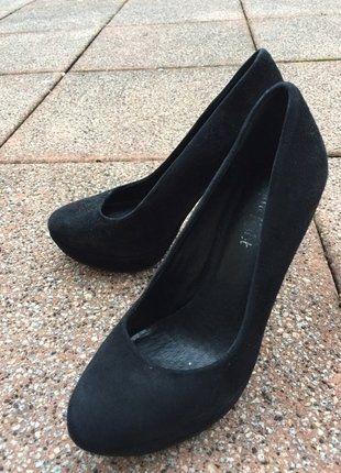 Schwarze High Heels von der Marke Lime Light schwarze High-Heels - küchen hängeschränke günstig