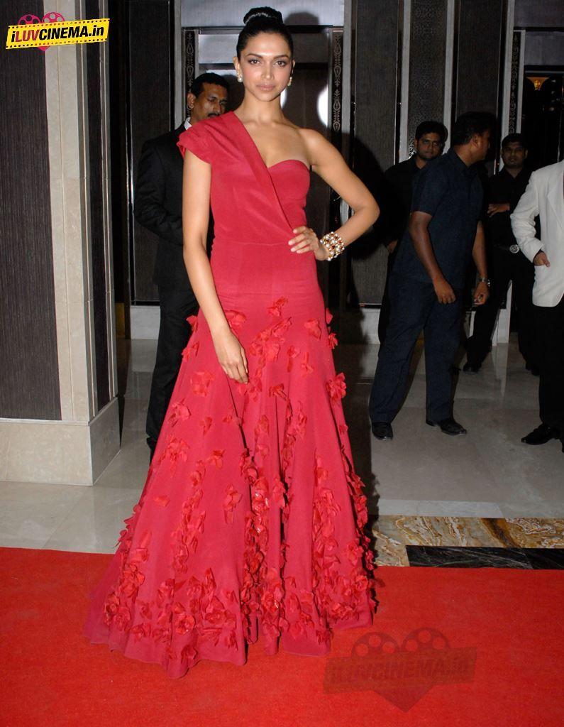 Deepika Padukone Red Dress Pics | Dress picture, Dresses ...