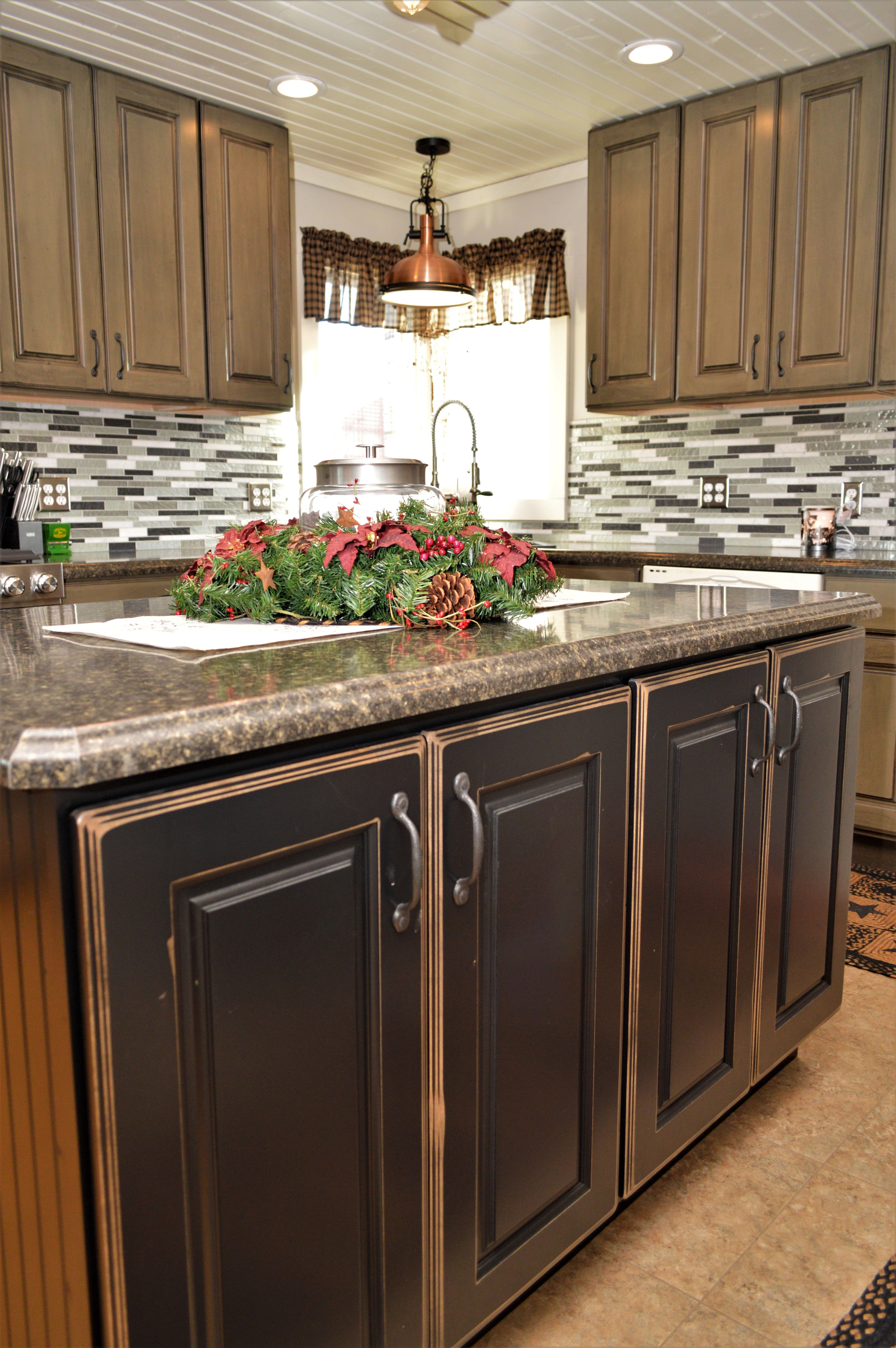 Cabinet Brand Haas Signature Collection Wood Species Maple Cabinet Finish Black Door Style Dover Kitchen Kitchen Cabinets Countertops