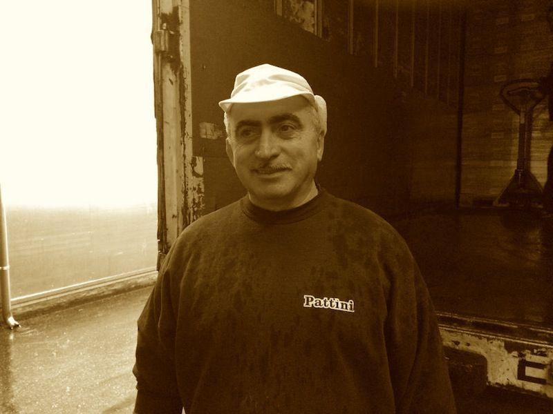 Fausto è soddisfatto: le scatole di Dolci Pattìni sono state caricate… - www.dolcipattini.it - #team #face #people #wecare #merenda #food