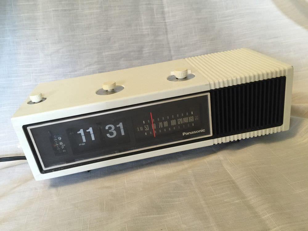 Panasonic Vintage Retro Woodgrain Analog Flip Am Radio Alarm Clock Rc 1282 Radio Alarm Clock Alarm Clock Clock