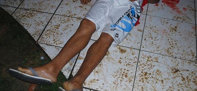 Jovem é morto no interior de sua residência