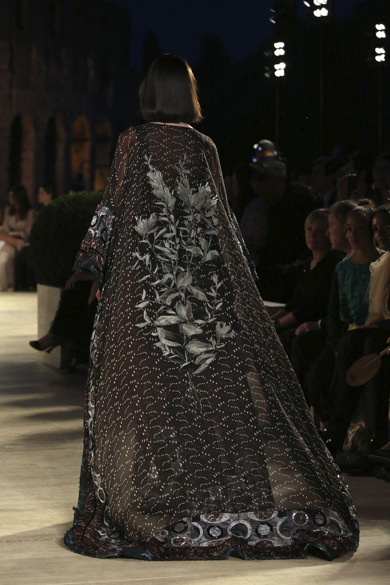 Fendi Fall 2019 Haute Couture Source : Photo /Imaxtree . . .