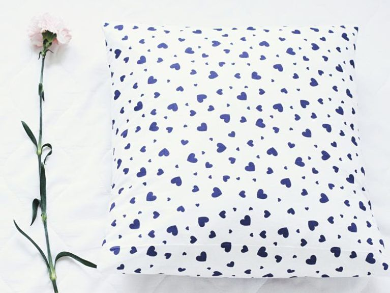 Tutorial fai da te: Cucire una federa per cuscino senza cerniera o ...