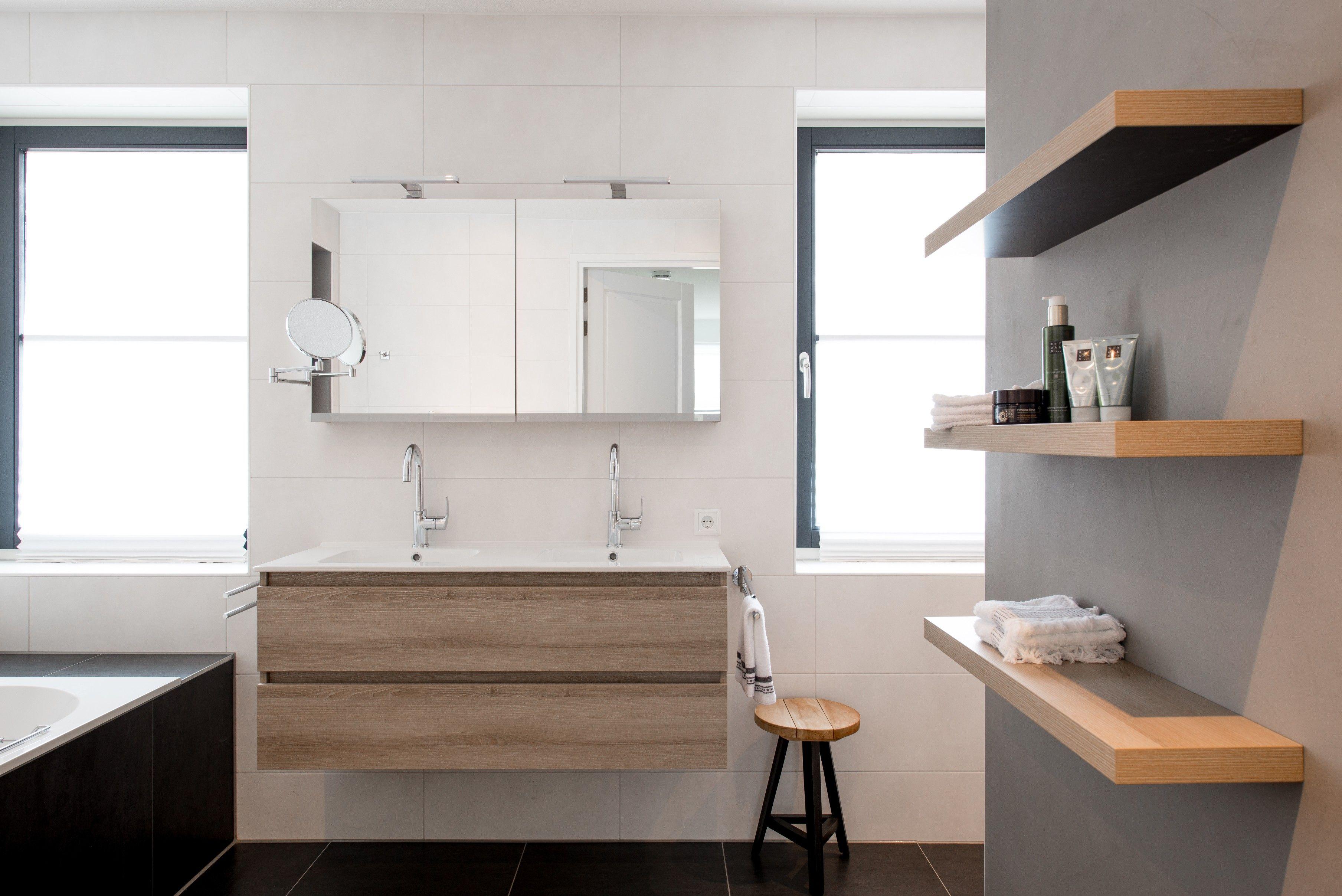 Een modern landelijke badkamer van Middelkoop. Hier hebben we een ...