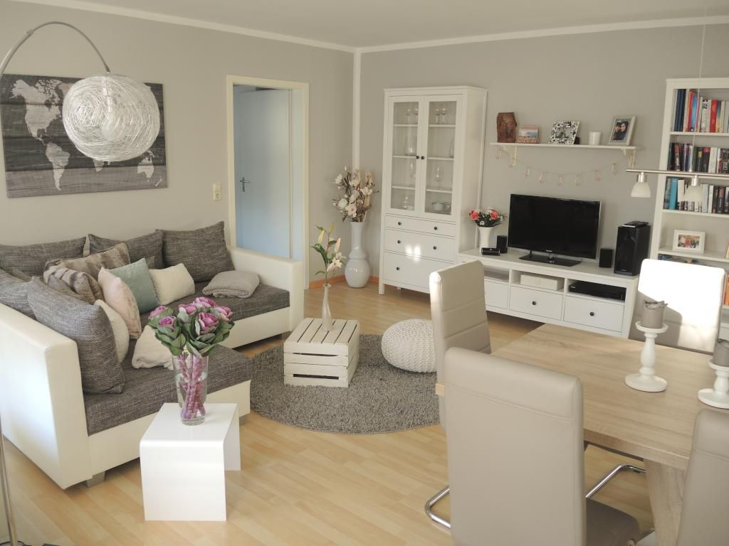 Geräumiges Wohnzimmer Mit Wohn  Und Essbereich. #Wohnzimmer #Einrichtung  #livingroom #Essbereich