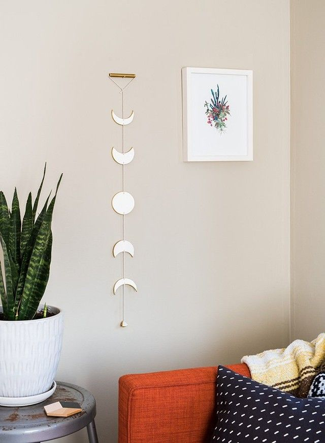 Make This Witchy Moon Hanging In Just 6 Steps #diywalldecor