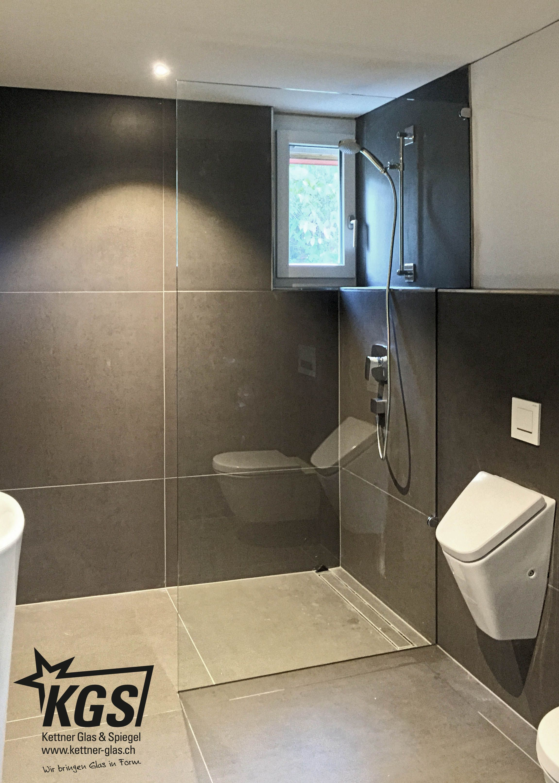 Freistehende Duschwand/Duschtrennwand mit Eckausbruch und