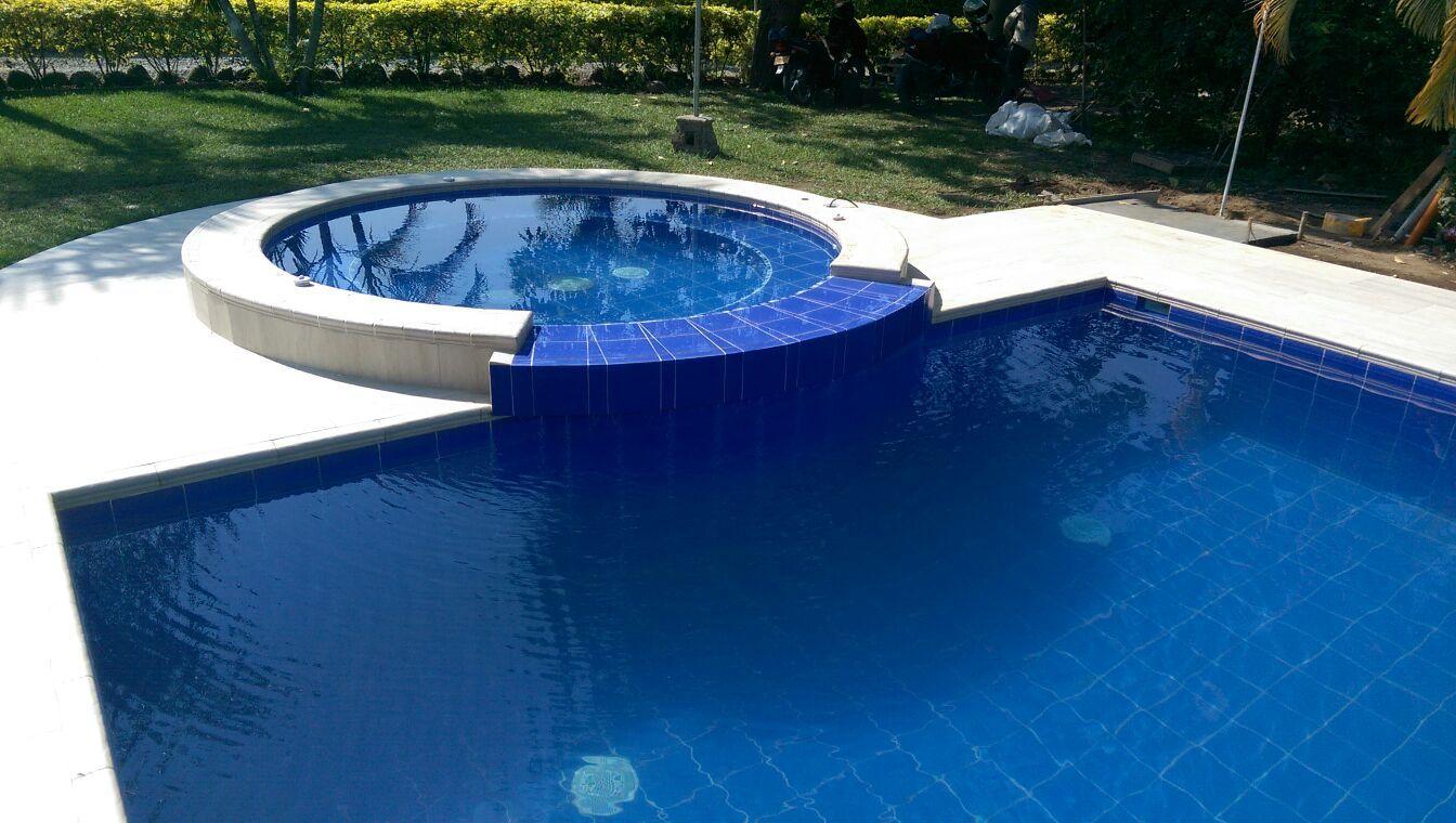 Jacuzzi con piscina propiscinas manizales pinterest - Piscina con jacuzzi ...