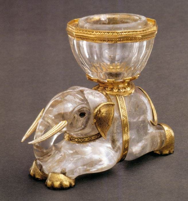 Francisco LÓPEZ, Elephant with Salt Receptacle - 1550, Rock crysral, gold, enamel, 7 x 9 x 5 cm / Kunsthistorisches Museum, Vienna. Belonged to Catarina of Austria, queen of Portugal.