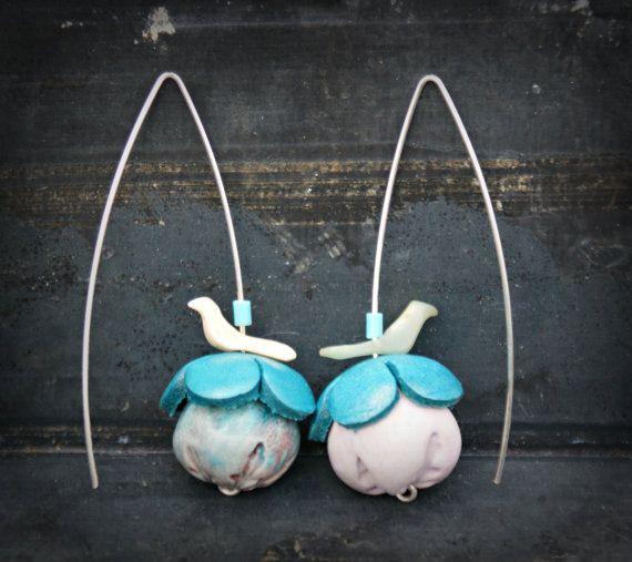 Ceramic flower earrings leather flower bead caps door moonwingcrafts, €15.00