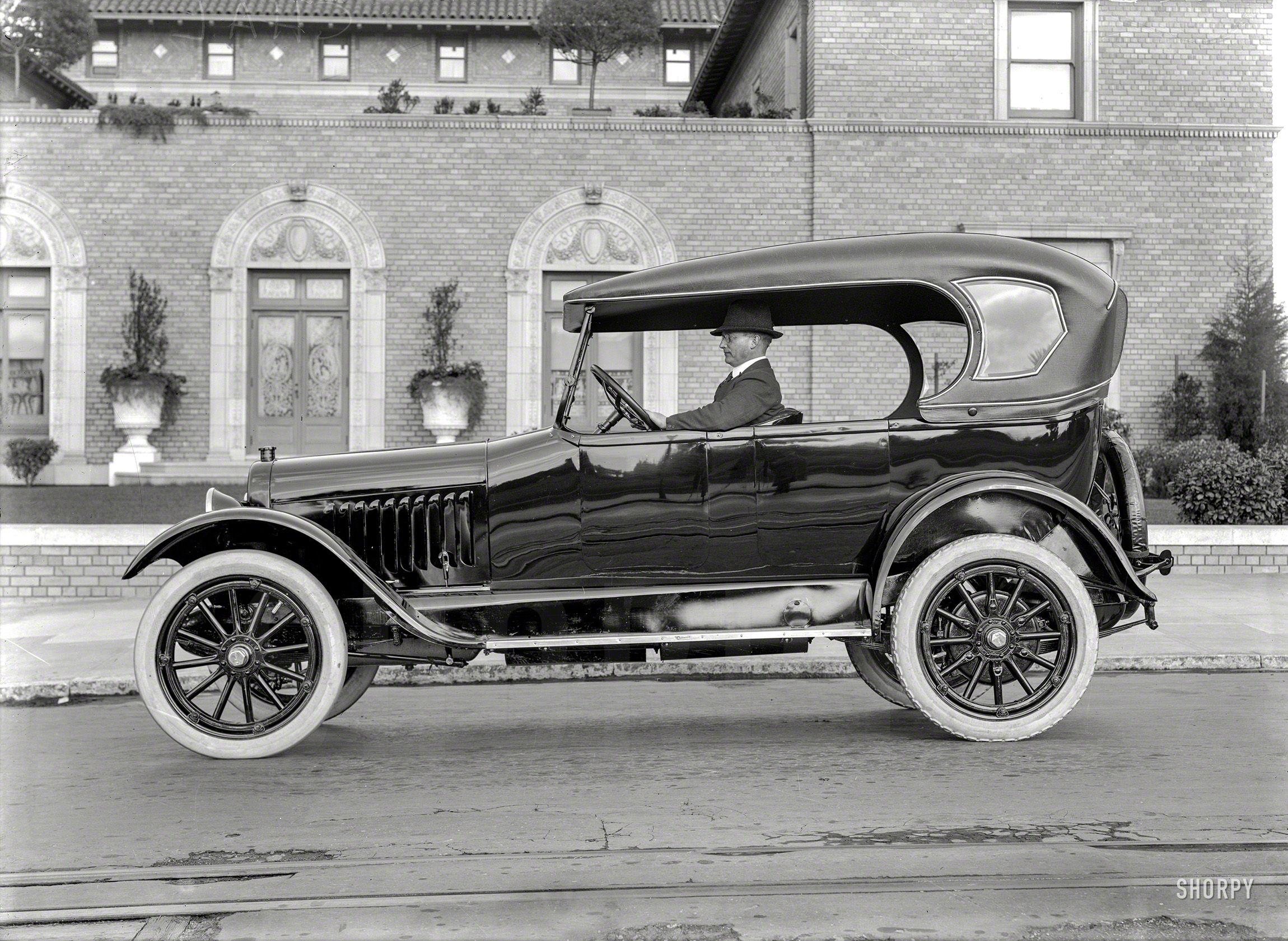 1920 Chalmers with California roof. \